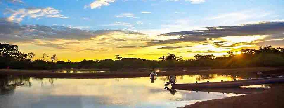 lac-amazonie-coucher-de-soleil-tout-equateur