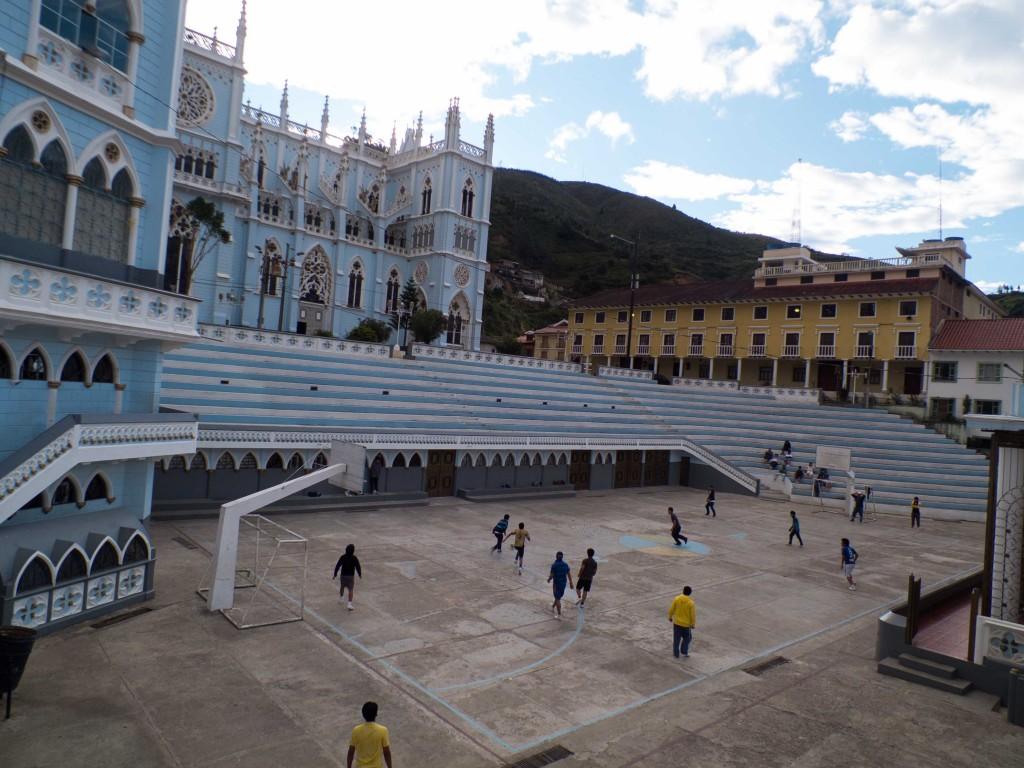 sanctuaire-el-cisne-loja-tout-equateur