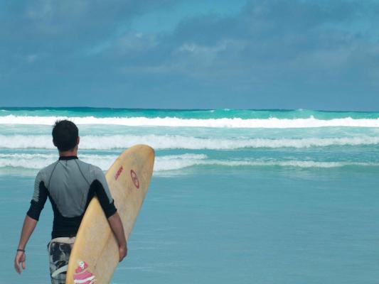 surf-tortuga-bay-galapagos-tout-equateur