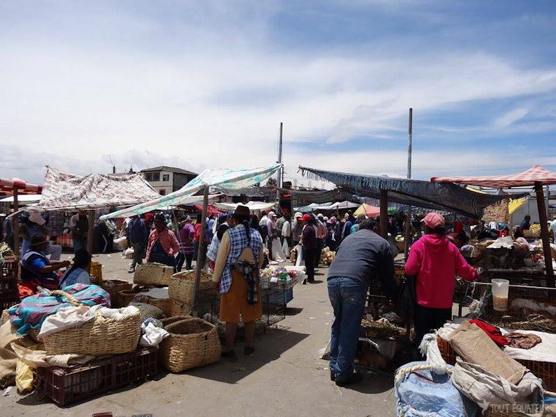 carnet-de-voyage-marché-saquisili-tout-equateur