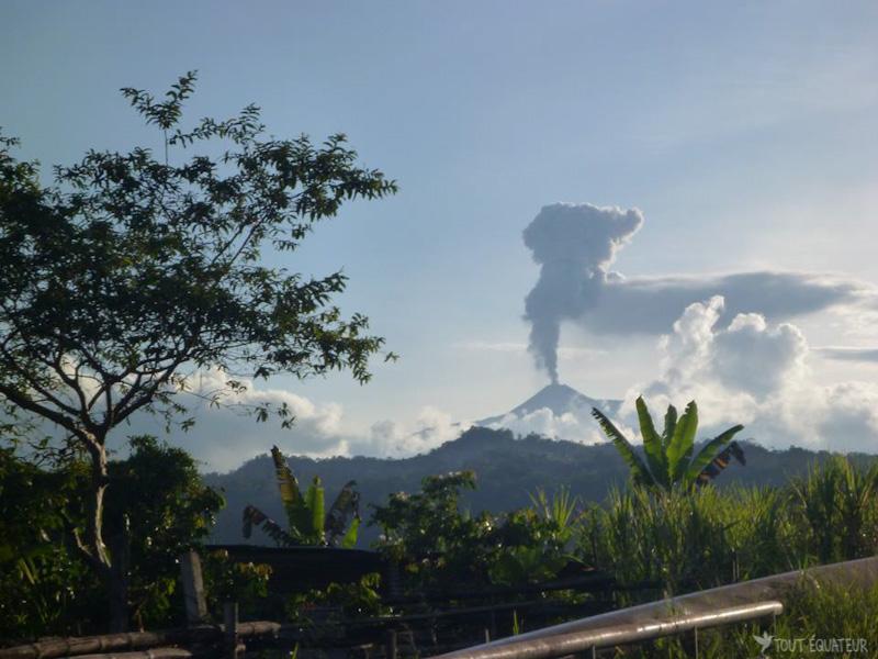 paysage-jungle-volcan-cuyabeno-tout-equateur