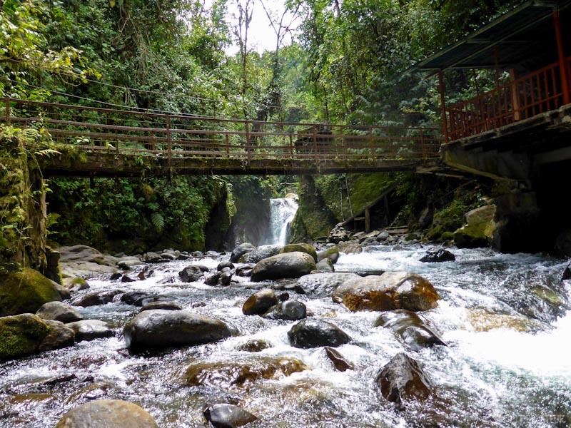 riviere-pont-mindo-tout-equateur