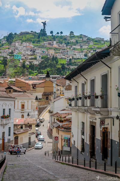 calle-la-ronda-panecillo-tout-equateur