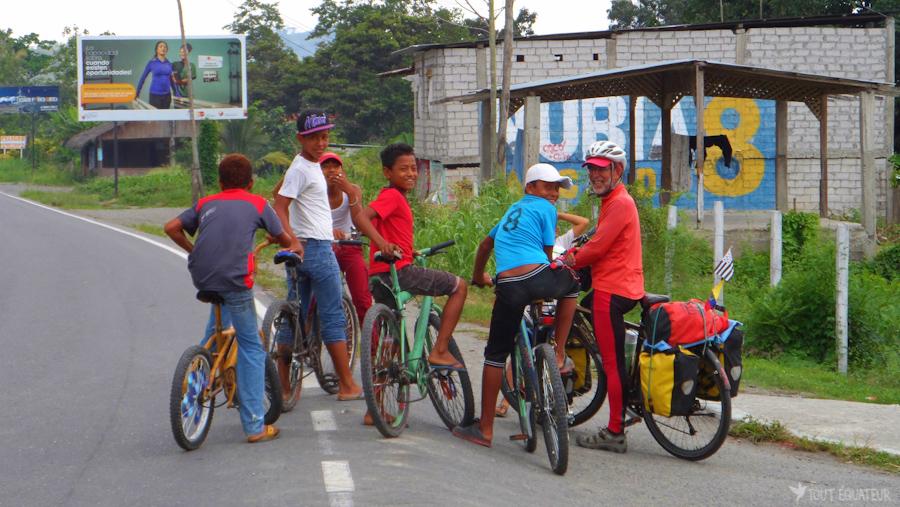20-jeunes-vélos-tout-équateur