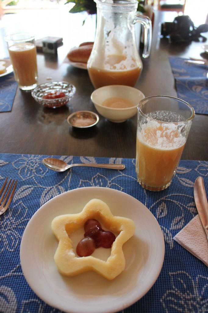 La deuxième partie du petit déj: Fruits et jus frais!