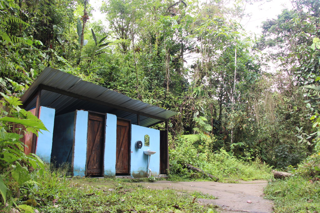 blue-toilets-in-forest---mindo-ecuador_40884581975_o