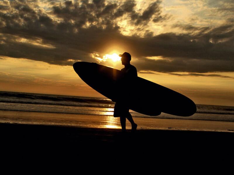 el-surf-es-uno-de-los-atractivos-de-la-ruta-del-spondylus-en-ecuador
